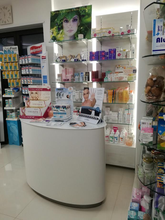 i prodotti esposti in farmacia