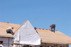 Expert roofer performing service in Hauula