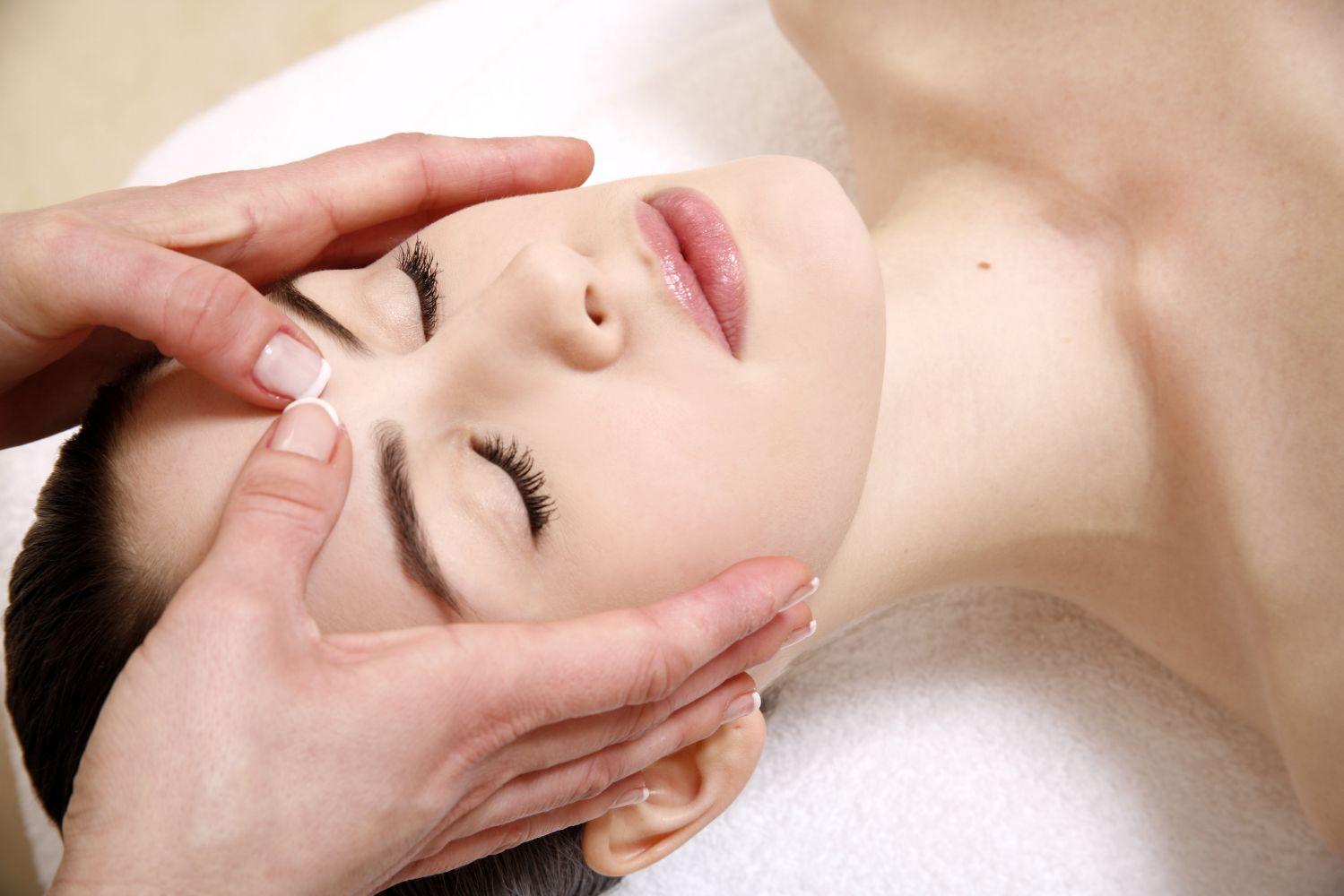 Facial massage at our massage school in Aiea, HI