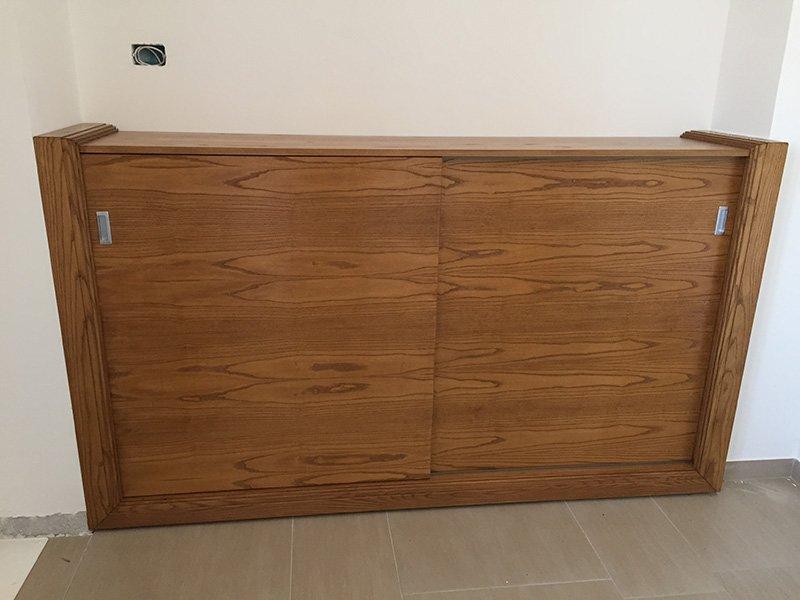 una credenza in legno