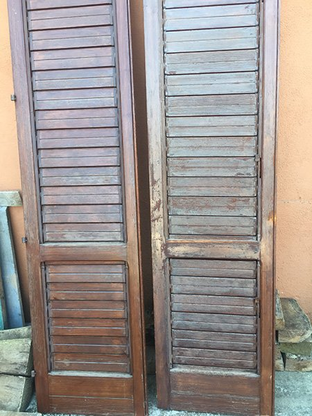 due persiane in legno