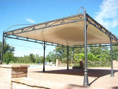 Gazebo con tettonia e aperto lateralmente
