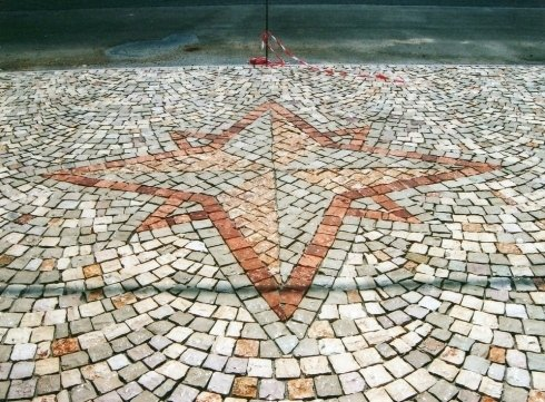 Pavimento con disegno a mosaico