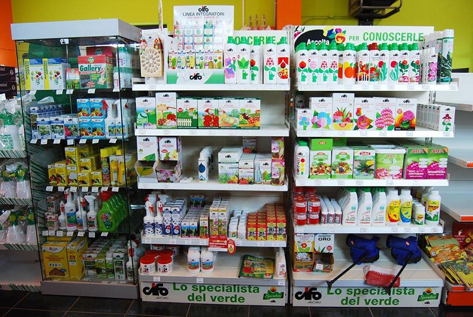 prodotti da giardino in esposizione