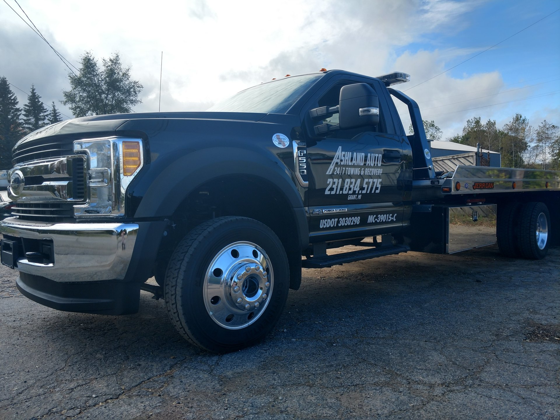 Auto Parts and 24 Hour Towing Service in Grant, Michigan