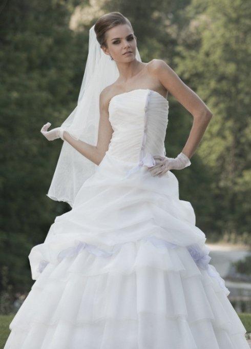 Mod. A.381 abito da sposa in tull glitter rifinito con nastri in organza glicine.