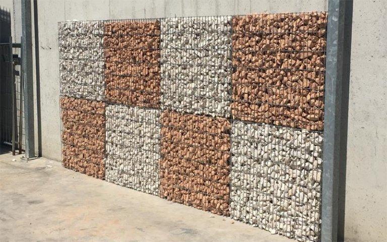 parete con gabbioni metallici