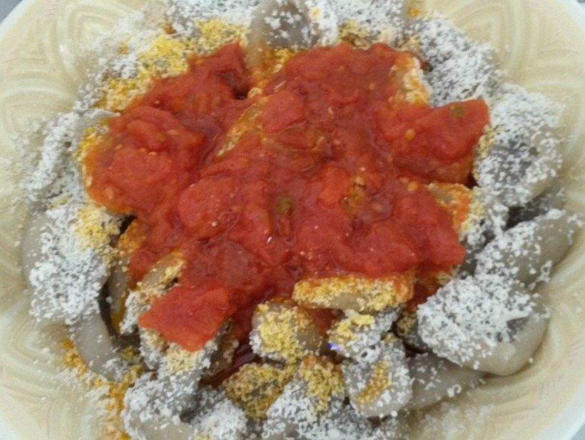 Piatto con salsa di pomodori freschi a Locorotondo, BA