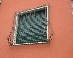 una griglia a una finestra