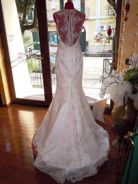 retro di abito da sposa realizzato a mano