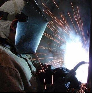 Operaio salda metalli