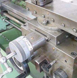 macchinario per la tornitura del metallo