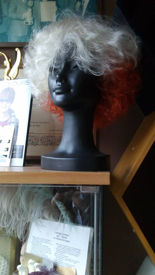 Peluca bianca e arancione