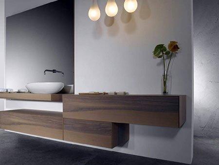 dei mobile in legno da bagno e un lavabo ovale
