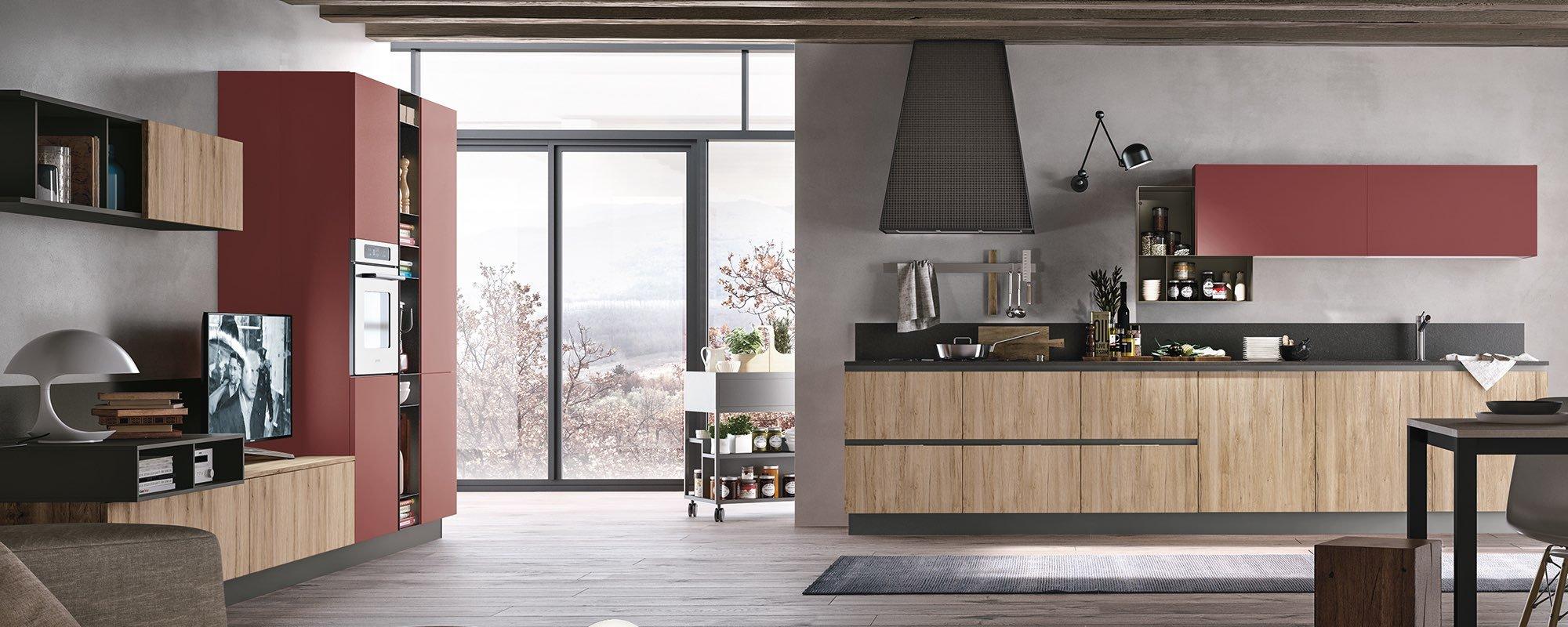 un ambiente con cucina e salotto