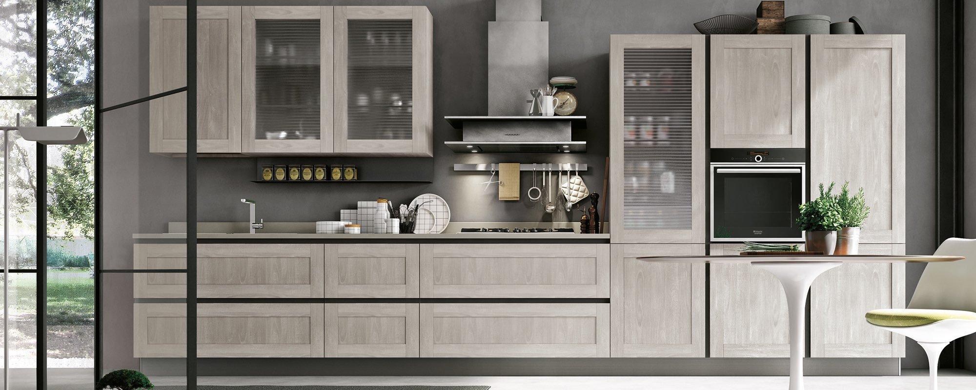 cucina moderna in legno con vetrina -CITY