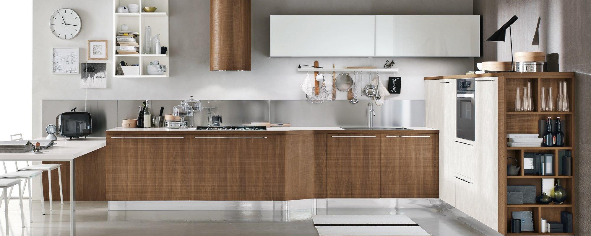 dettaglio cucina stosa moderna in legno con isola laccata -MILLY