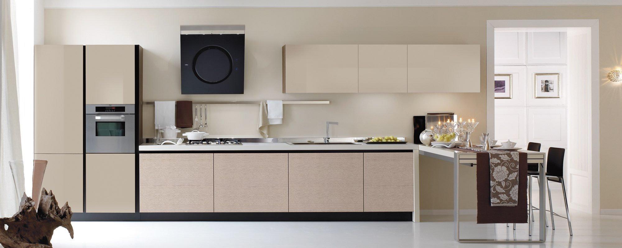 vista frontale di una cucina moderna con arredamento-Life