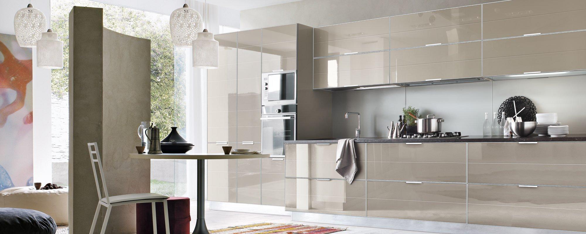 cucina moderna con arredamento -Brilliant