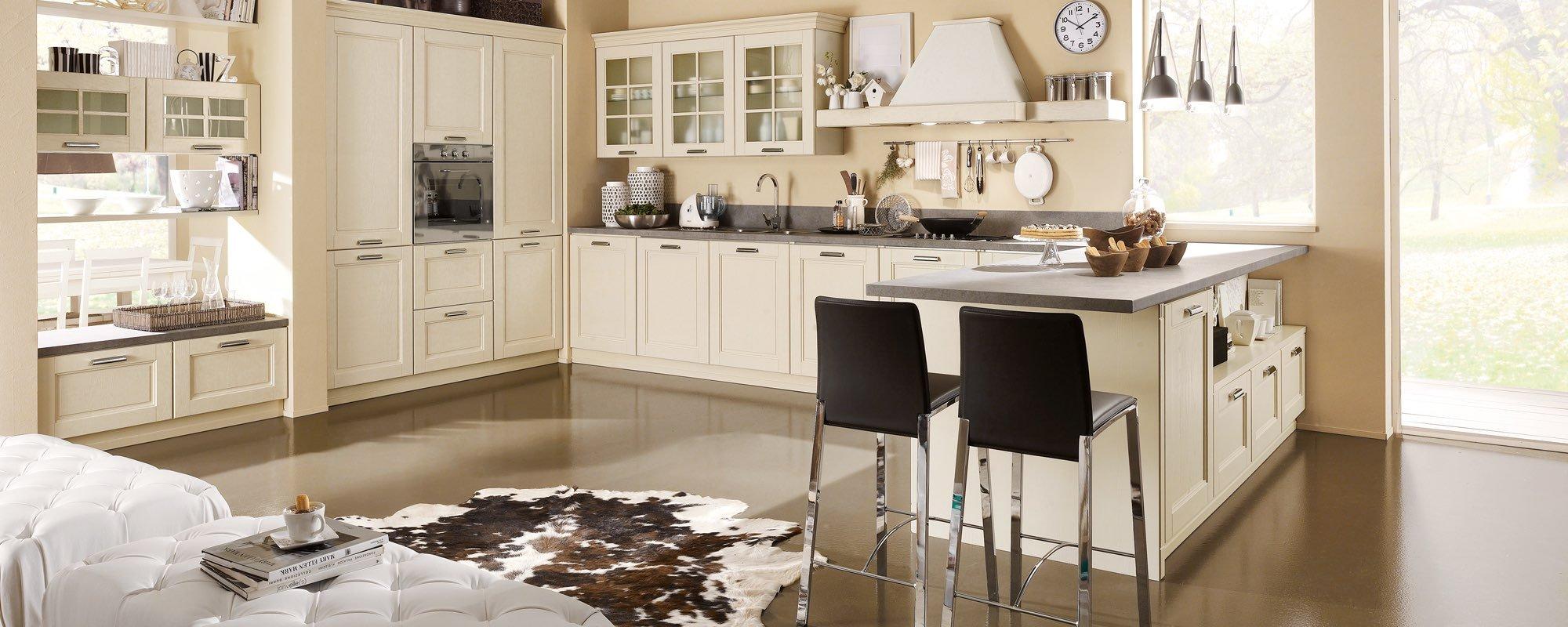 vista frontale di una cucina componibile con sedie nera -ONTARIO