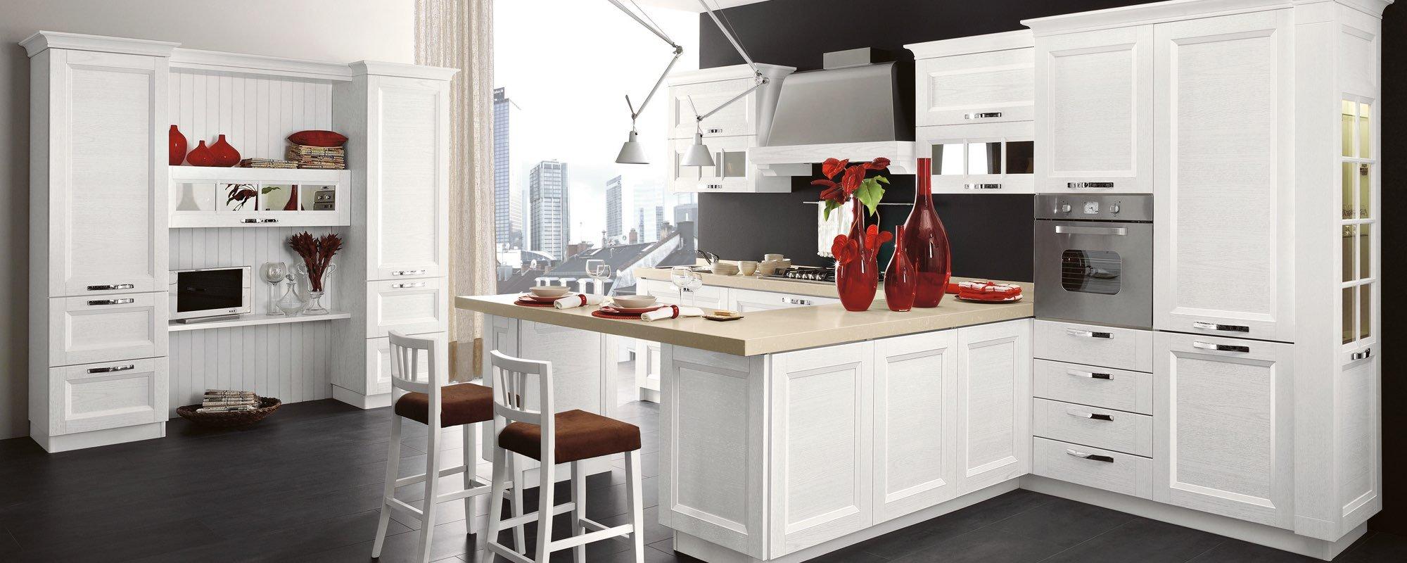 cucina classica componibili stosa con vasi su bancone di cucina e arredamento - Beverly