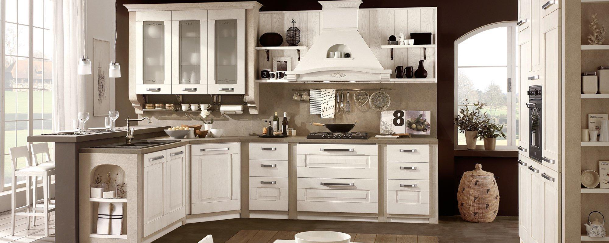 cucina dalla linea classica bianca in legno con arredamento -AIDA