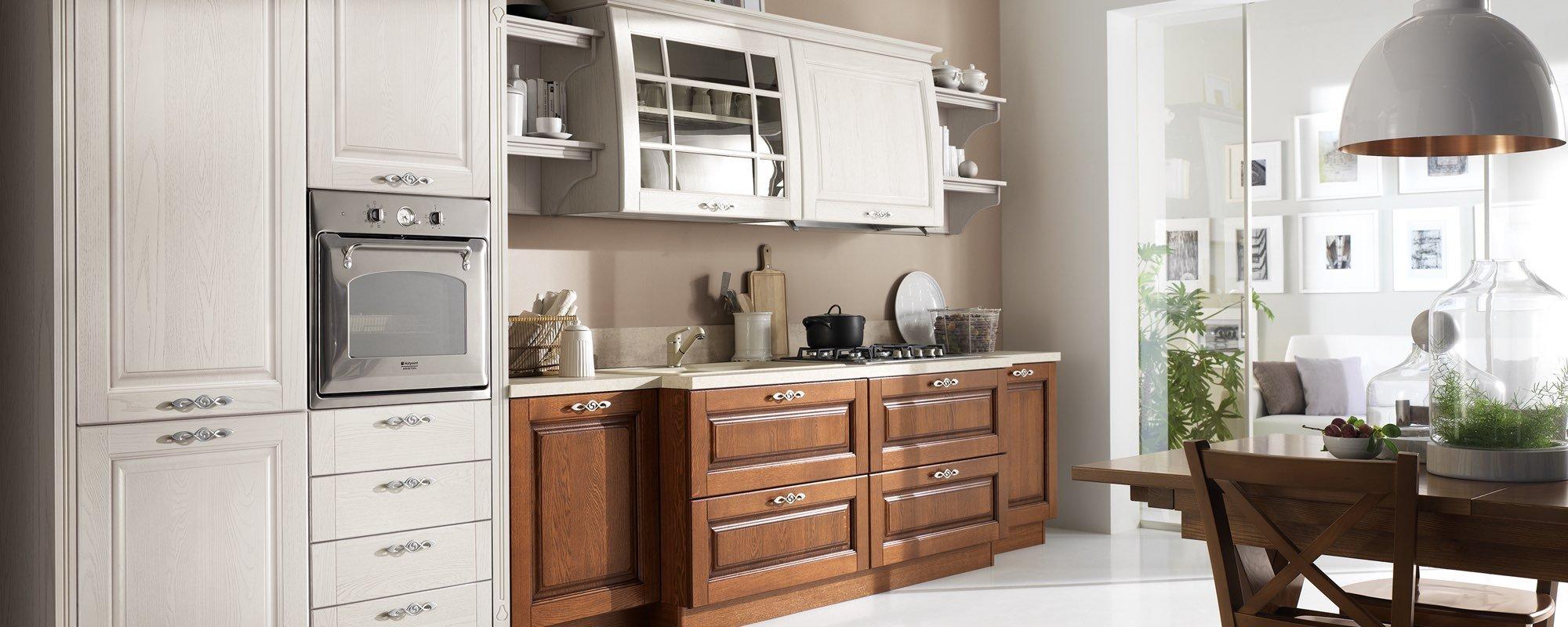 cucina classica bianca in legno con arredamento -SATURNIA