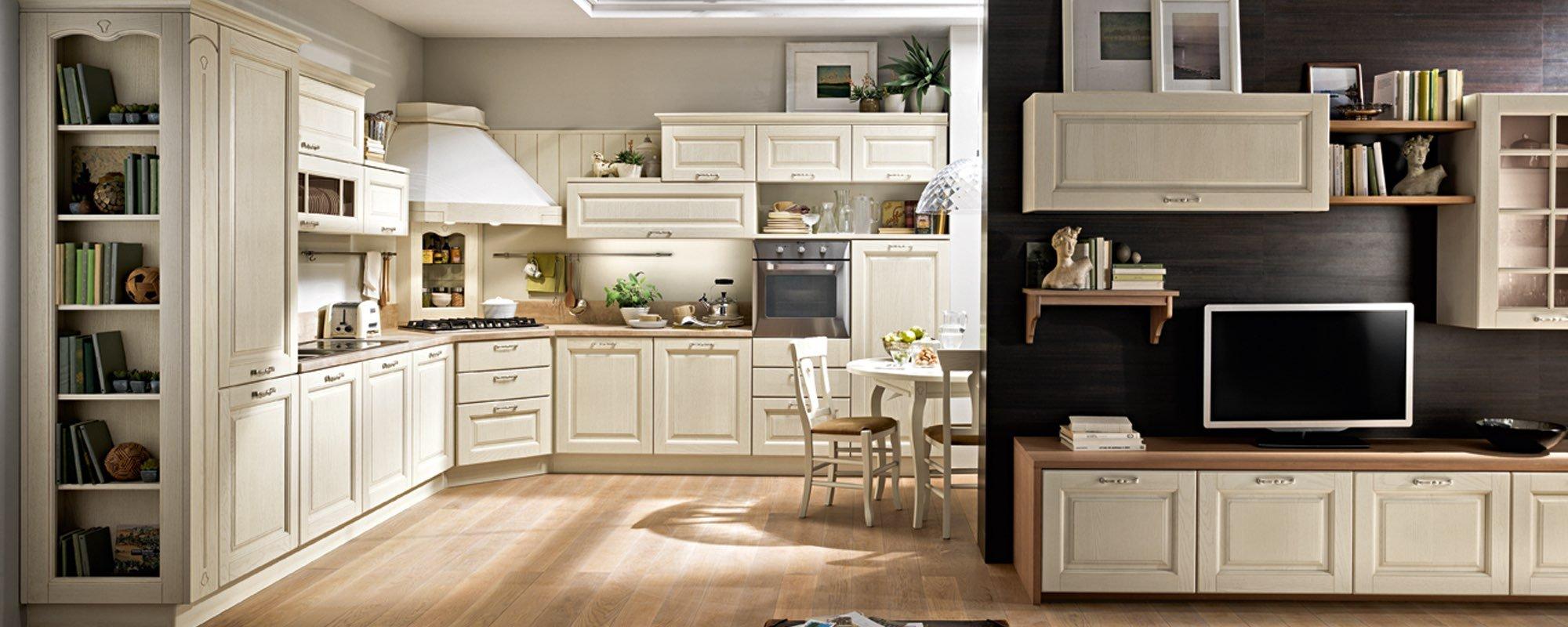 vista frontale di una cucina stosa classica con televisione su un bancone e arredamenti -Bolgheri