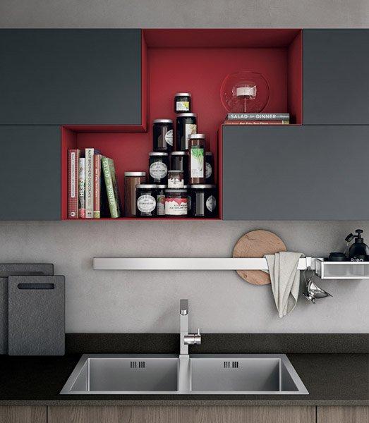 cucina moderna con lavabo in bancone e vetrina attaccato su parete-MOOD
