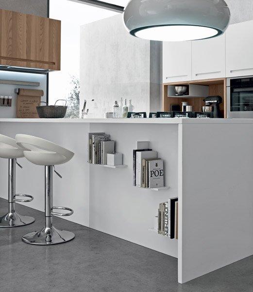 bancone bianca di una cucina moderna con lampadina e arredamento-MOOD