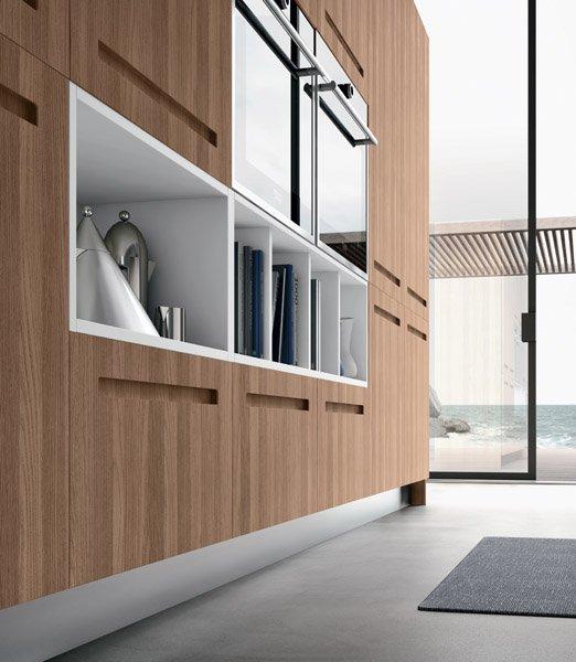 armadio in legno e vetro