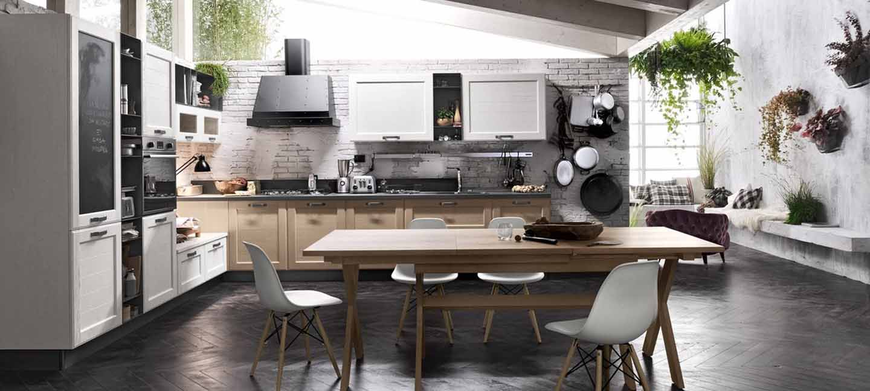 sala da pranzo con bancone di una cucina
