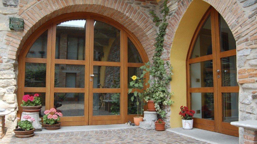 porte con finestre ad arco