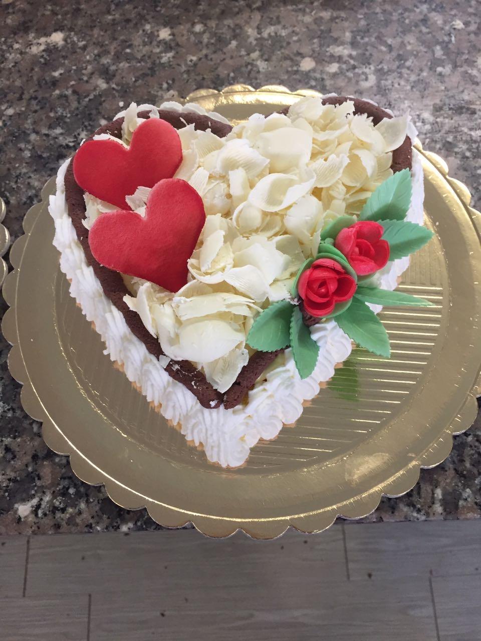 torta S. Valentino a forma di cuore