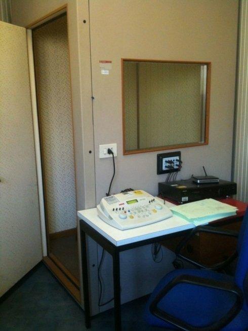 Audiometro con cabina silente per le prove dell'udito