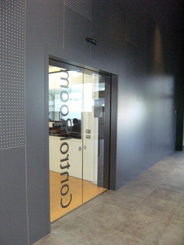 porta automatica in vetro a scomparsa