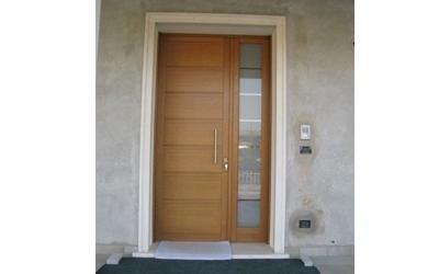 porta di ingresso con sistema di blindatura