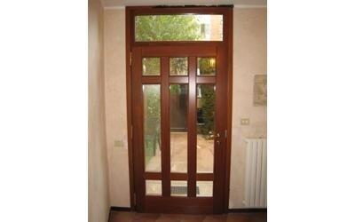 porta di ingresso con vetri