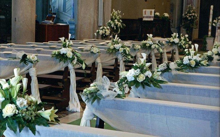 Fiori per banchi di chiese