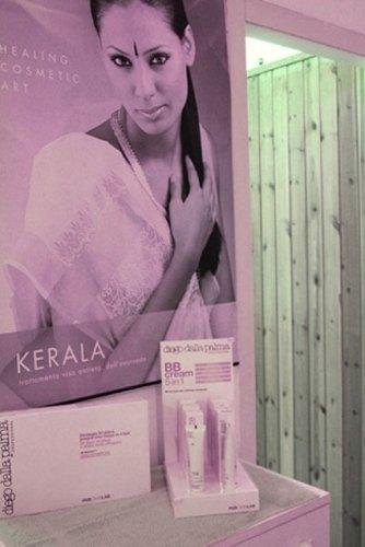 Cartello pubblicitario brand KERALA