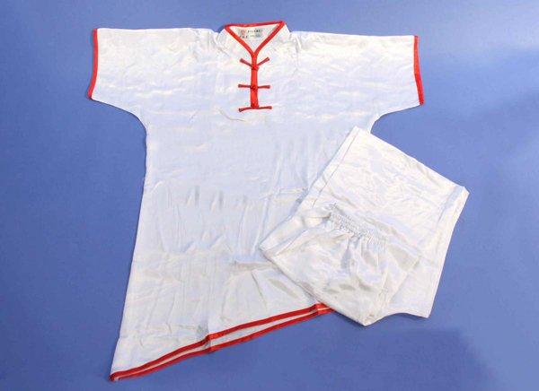 Divisa kung fu / wushu in raso manica corta colore bianco bordi rossi.