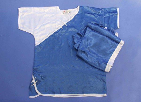 Divisa Kung fu / wushu raso manica corta colore blu e bianca.