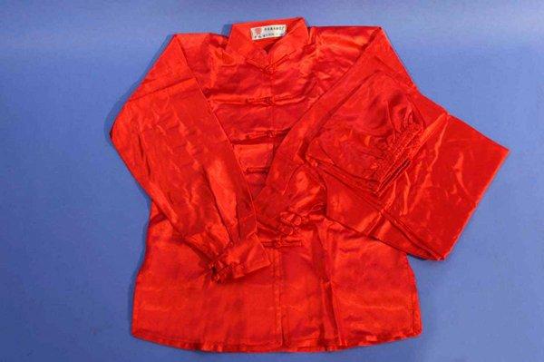 Uniforme wushu raso manica lunga. Disponibilità nei colori: rosso, nero, blu, bianco.
