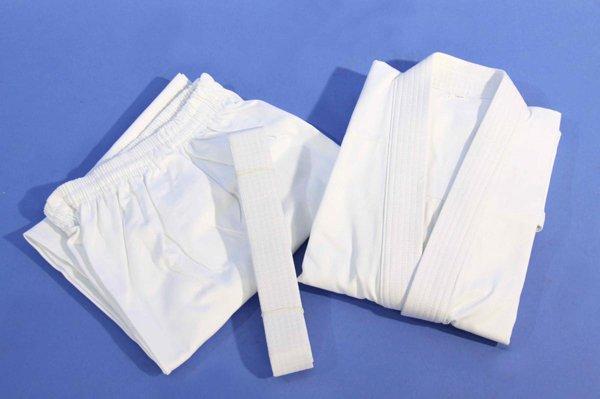 Kimono karate bianco in cotone.
