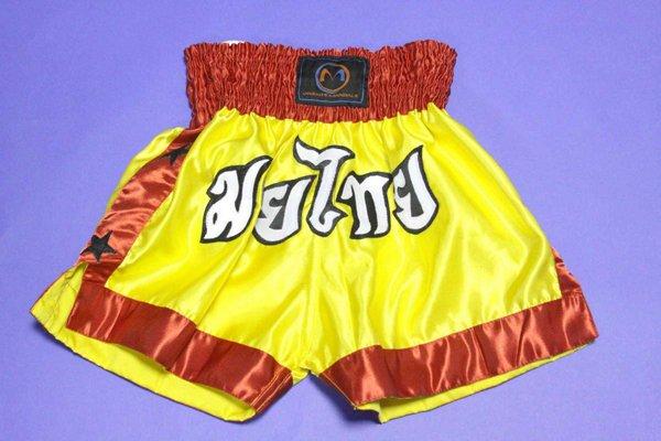 Pantaloncini gialli OM per combattimento.