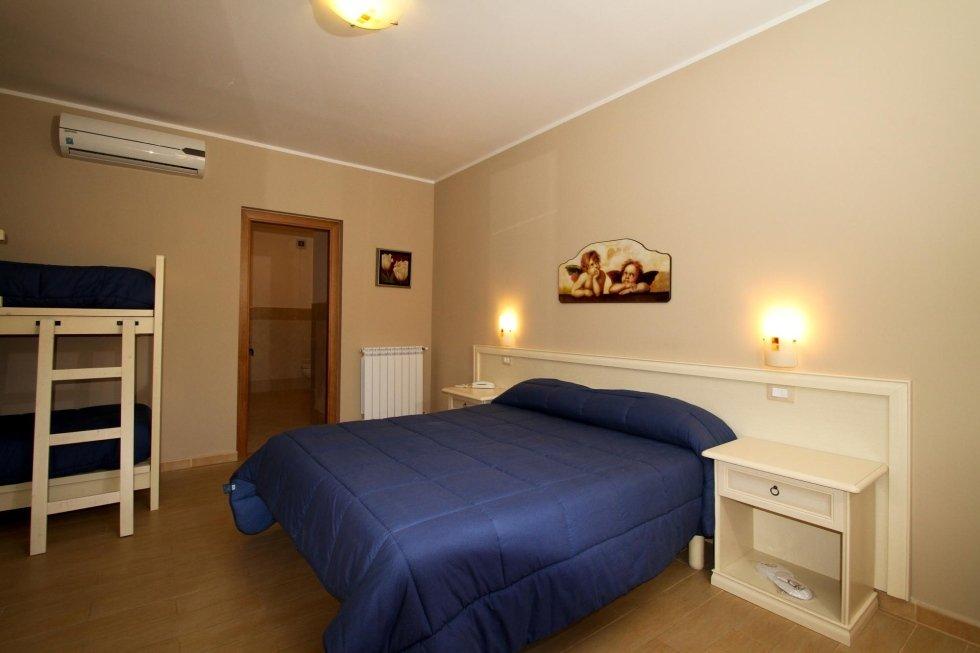 Camera da letto per quattro persone