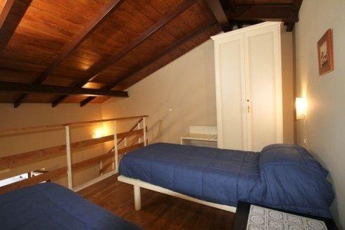 Due letto e un armadio