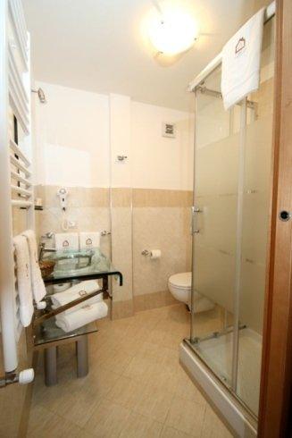 Sala di bagno e box di doccia