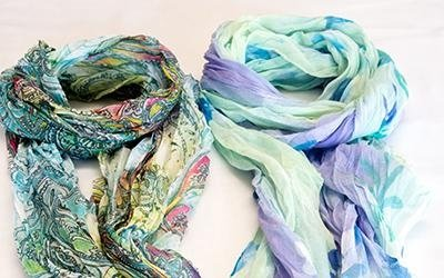 Stoles and foulards