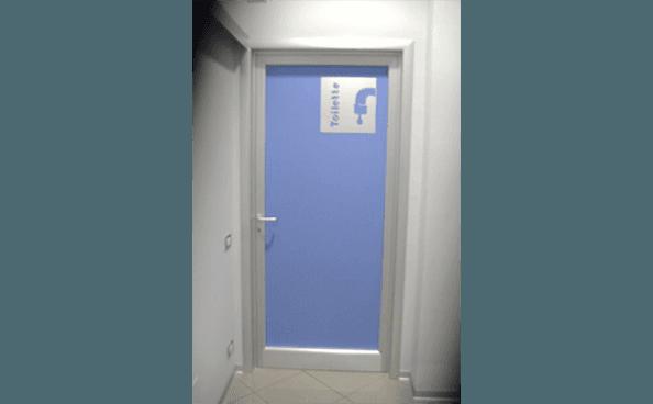 Esposizione porte cremona do ma infissi - Porte per bagni pubblici ...